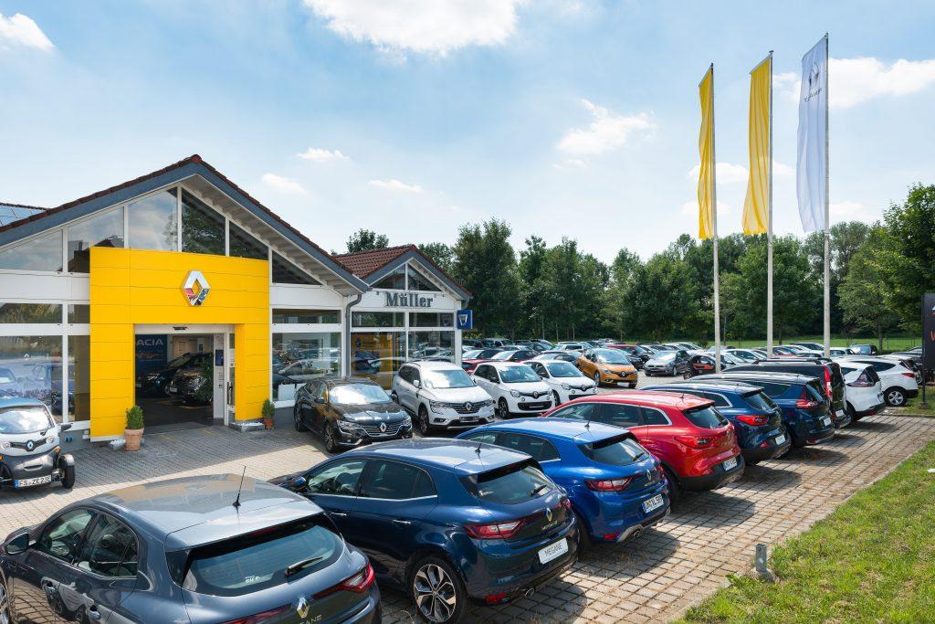 Autohaus Müller mit Fahrzeugen